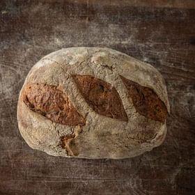 לחם מחמצת אגוזים טרי לחם בארי